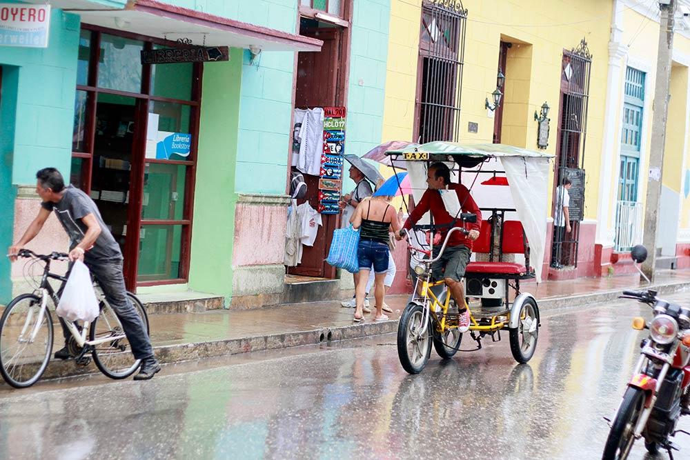 bicitaxi-cubano-viajar-Trinidad-Cuba