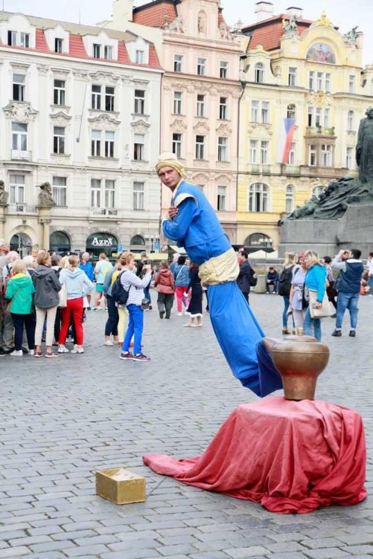 estatua-viviente-en-praga-republica-checa