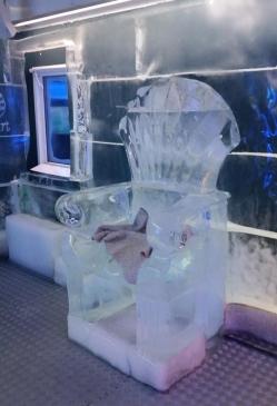 Asiento de hielo en el Bar de Hielo de Praga