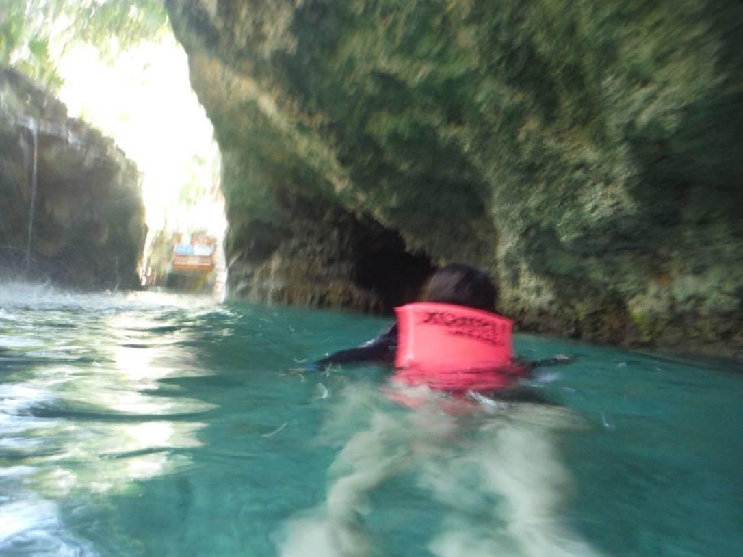 rio subterraneo del parque xcaret en riviera maya