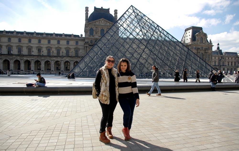 piramide-invertida-del-louvre-en-paris