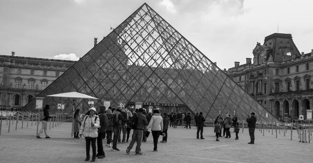 piramide-museo-del-louvre