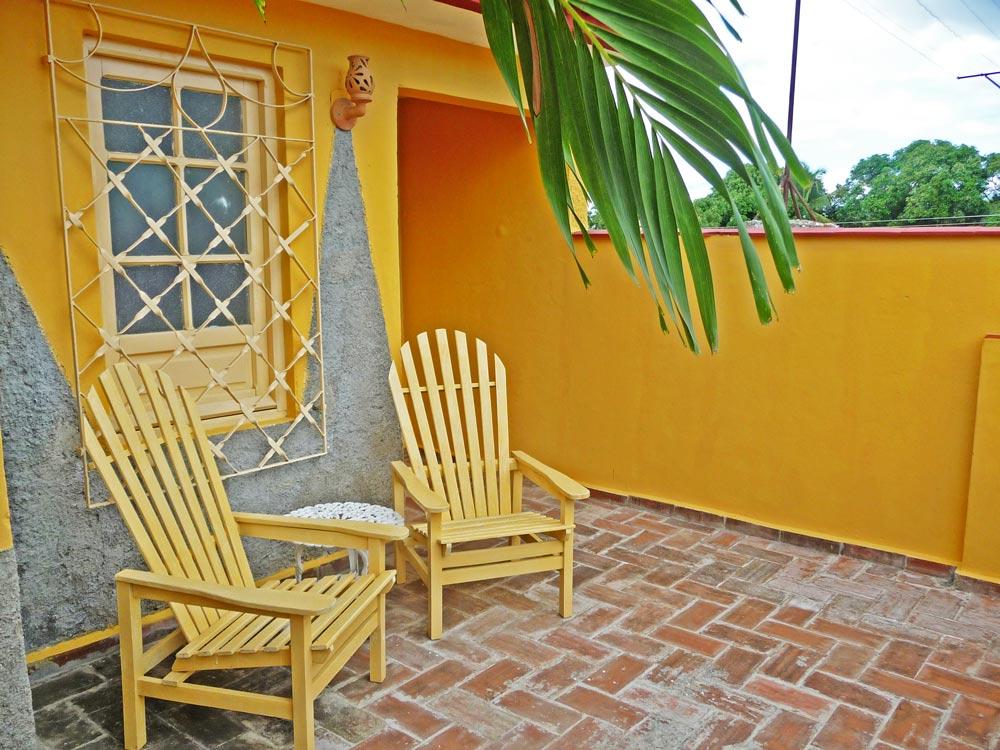 terraza-hostal-jesus-ponce-en-trinidad