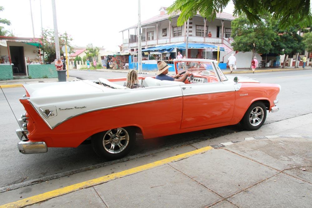 coche-antiguo-en-varadero-cuba.jpg