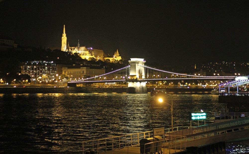 puentes-de-budapest-iluminados-de-noche