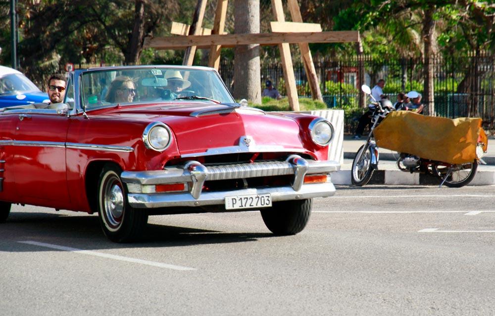 coche-rojo-antiguo-cuba