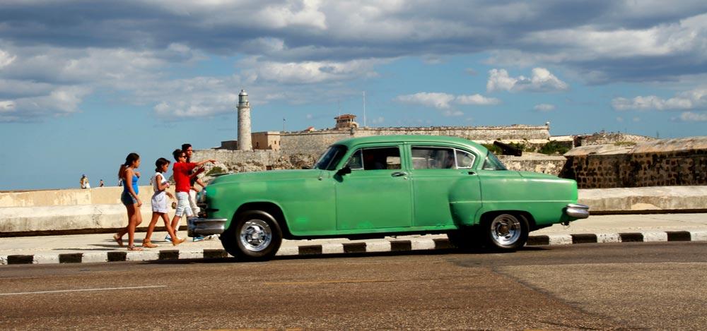coches-antiguos-en-la-habana-cuba