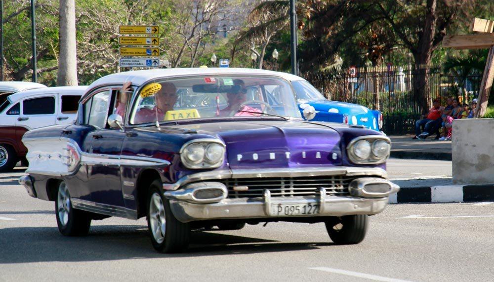 coches-antiguos-en-la-habana