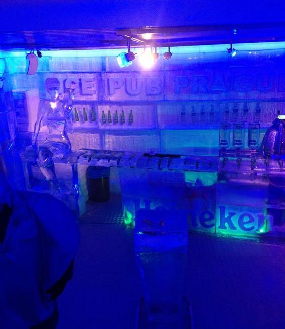 el bar de hielo de praga por dentro