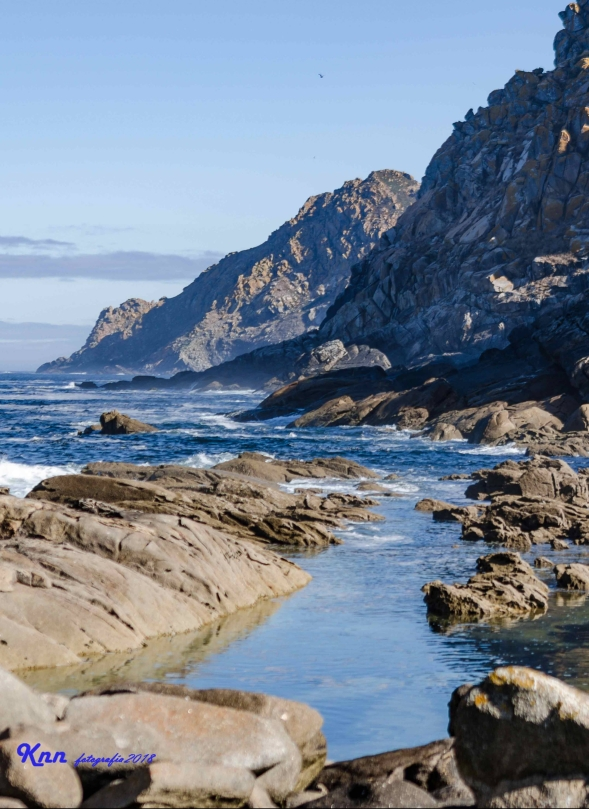 Paisajes y acantilados de las Islas Cíes en Galicia.