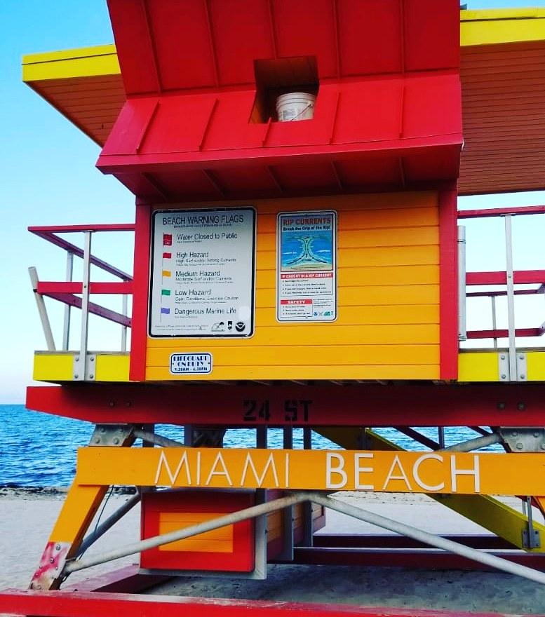 caseta-de-salvavidas-en-la-playa-de-Miami
