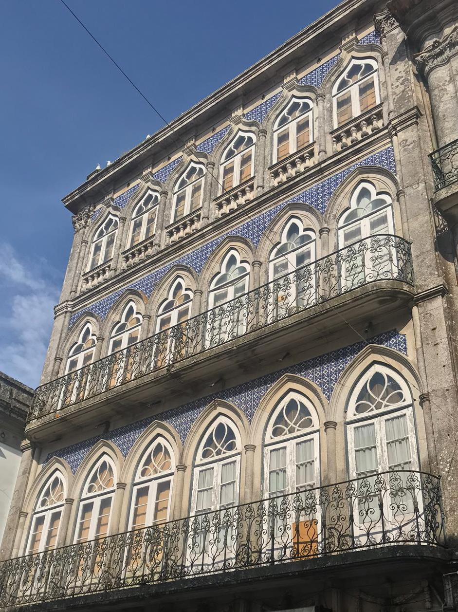 fachadas-edificios-con-azueljos