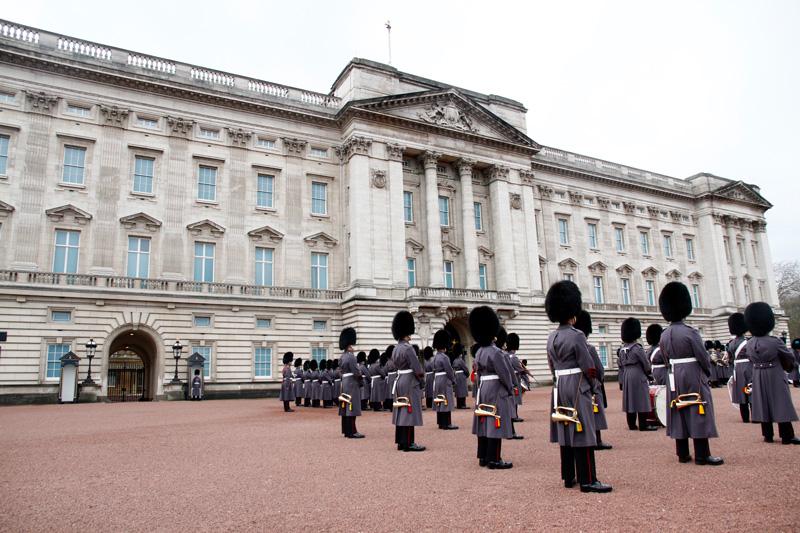 cambio-de-guardia-en-el-palacio