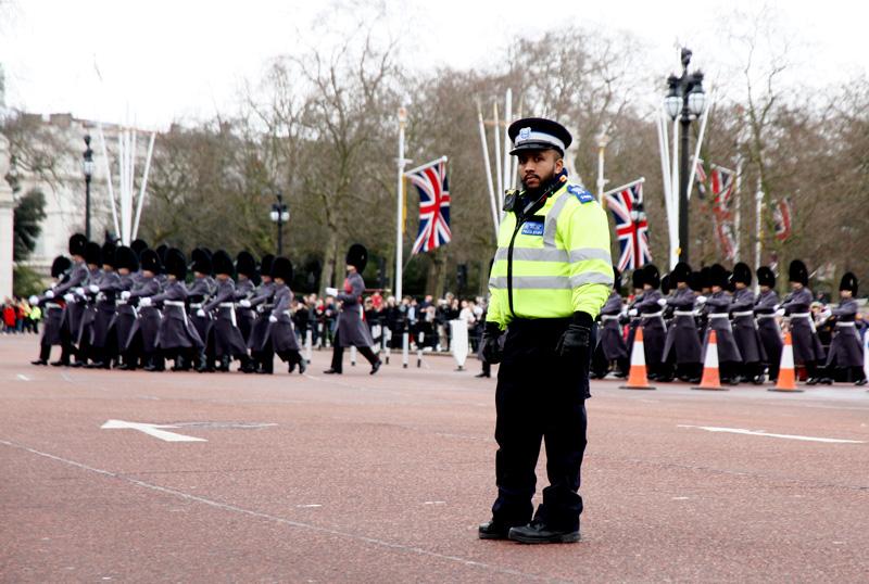 policia-en-cambio-de-guardia-londres